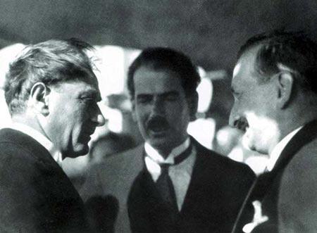 Atatürk; Yaptıklarımız Tehlikede..