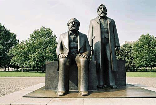 Marx-Engels-Forum01 Hegel ya da Marx'in Tarih Yorumları