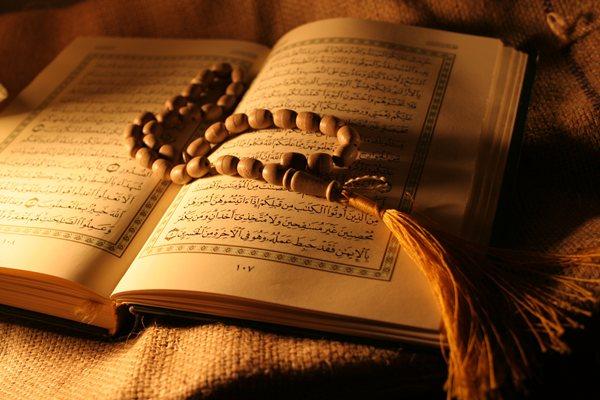 kuran-tesbih-ve-ay Uydurulmuş Dinden İndirilmiş Dine Kurân Müslümanlığı...